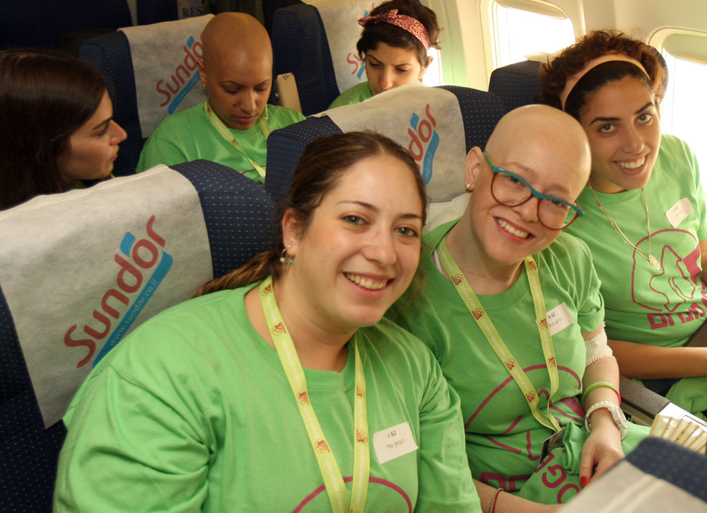 cancer-sick-girls-fly-with-zichron-menachem-to-have-fun